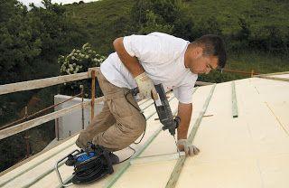 , Arreglando las goteras de la casa del pueblo